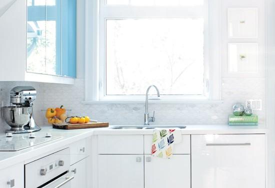 Белая кухня после ремонта (6)