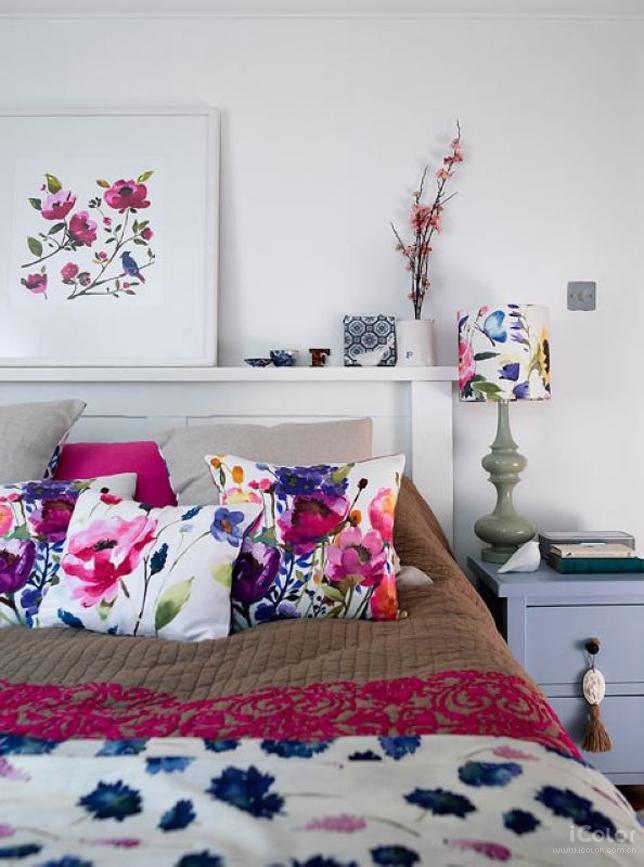 цветочный орнамент на текстиле в дизайне спальни