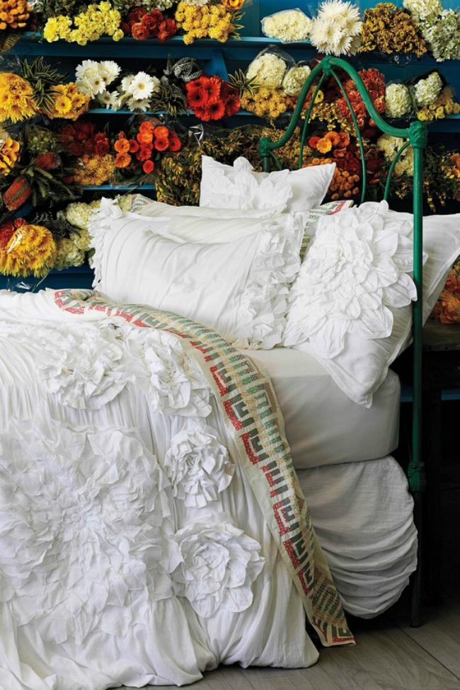 цветочный интерьер спальни