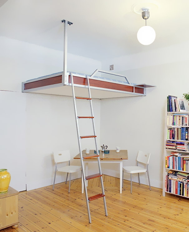 детская кровать чердак в комнате с высоким потолком