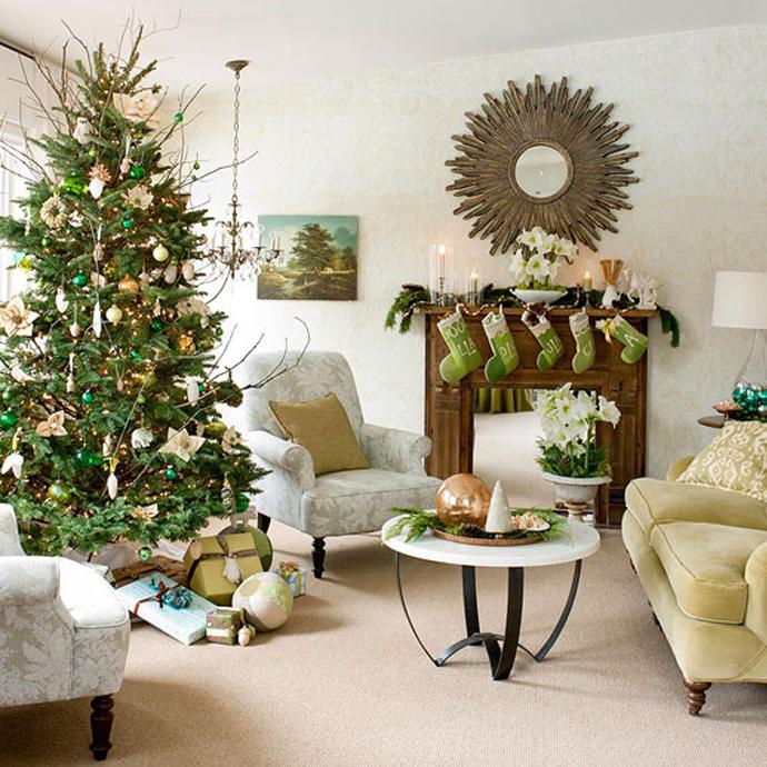 Светло-зеленый интерьер гостиной в Новый Год