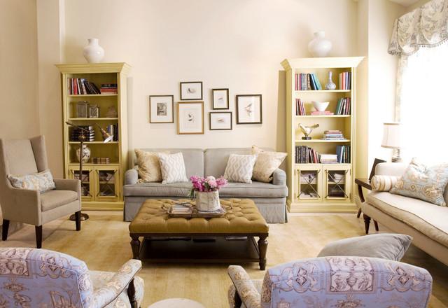 Светлый интерьер гостиной во французском стиле