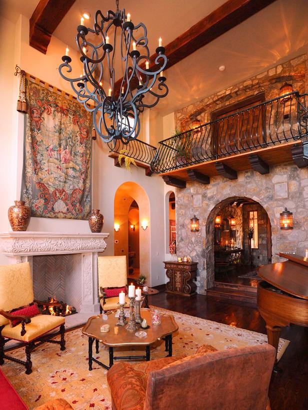 Интерьер зала в испанском стиле