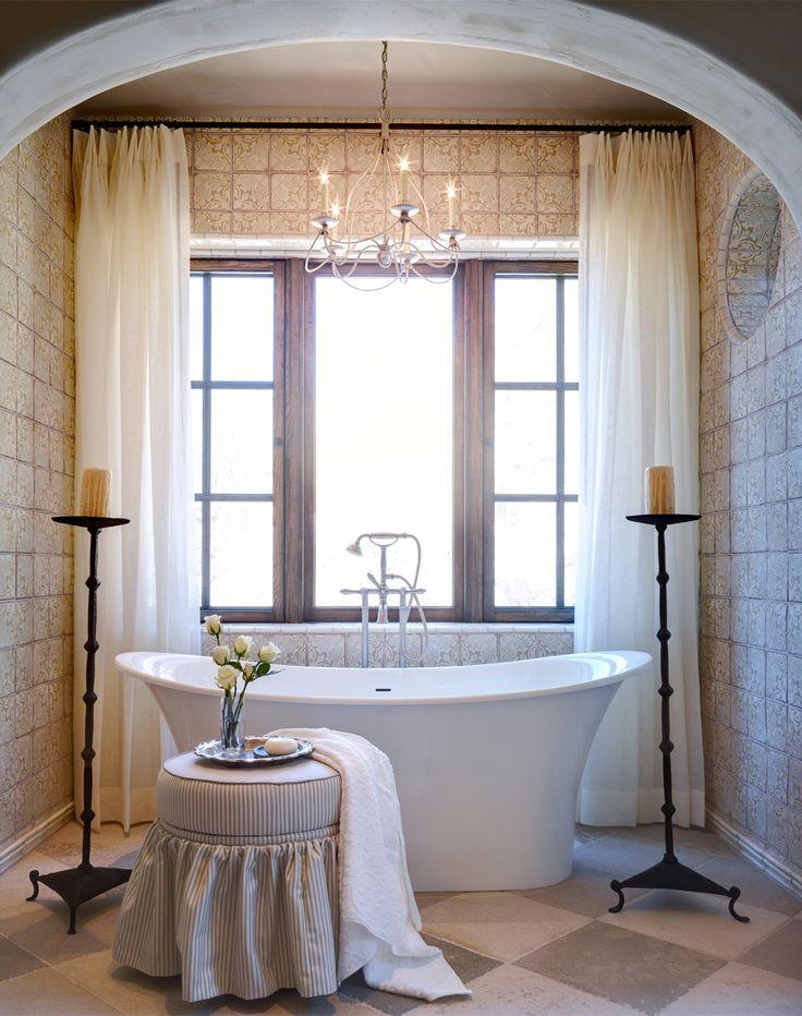 Испанский интерьер ванной комнаты