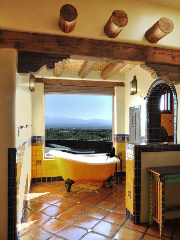 Оформленная в испанском стиле ванная комната