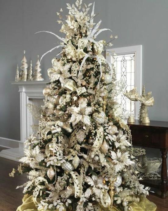 Как украсить елку золотистыми украшениями