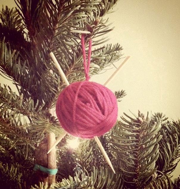 новогодняя игрушка своими руками из шарика пряжи