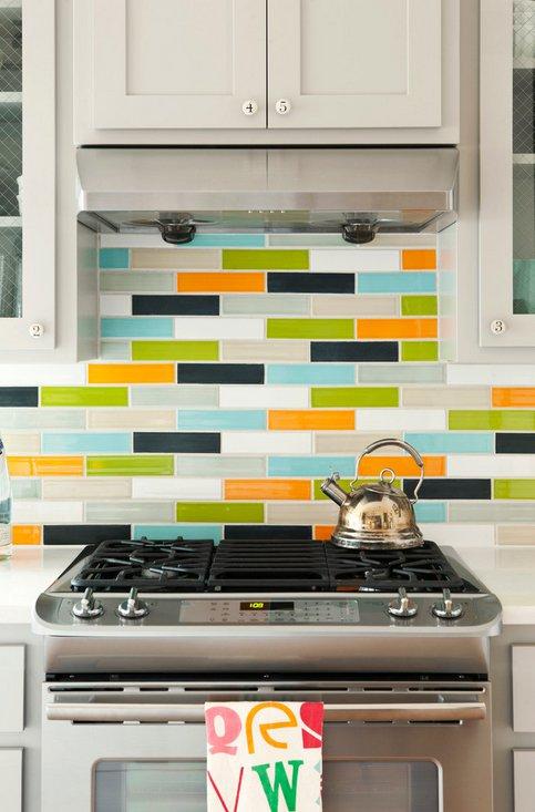 Разноцветный фартук яркой кухни