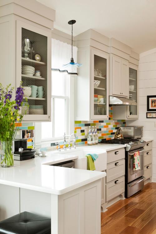 Планировка яркой кухни