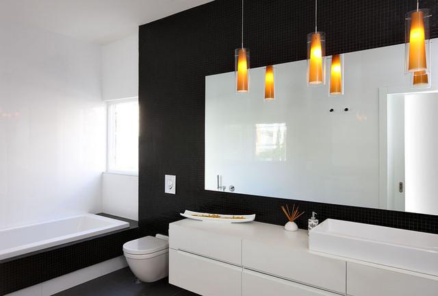 Ванная в строгих черно-белых цветах