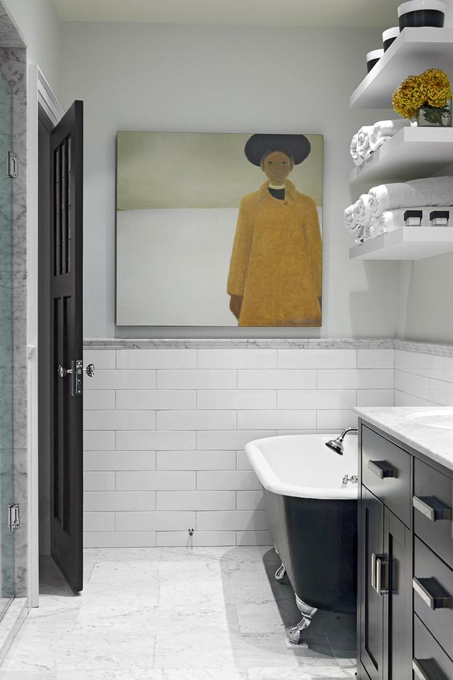 Украшение черно-белой ванной