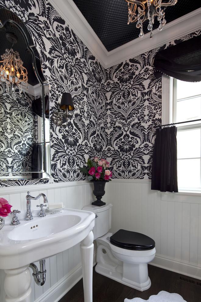 Черно-белая ванная комната - светильники