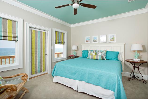 Бирюзовый цвет потолка