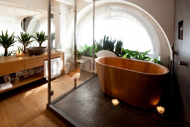 ванная из дерева на фото 11