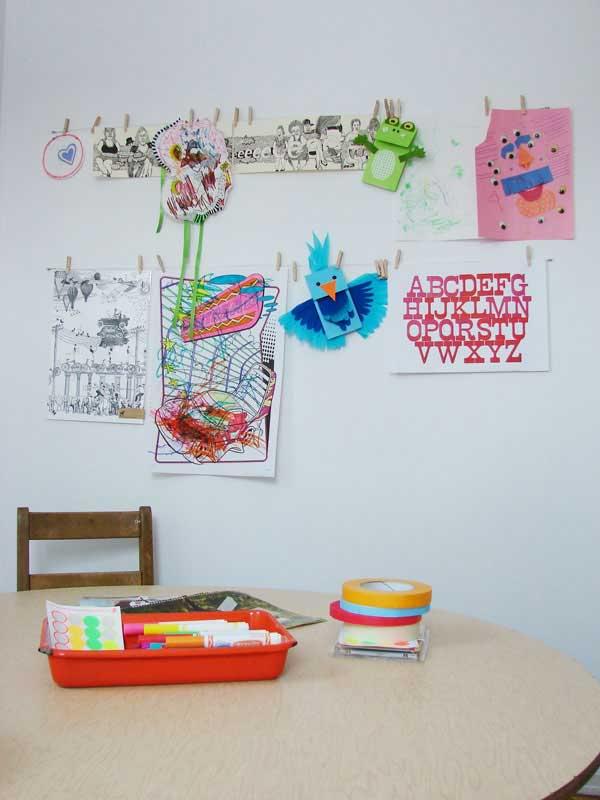 Уголок в квартире с детскими поделками