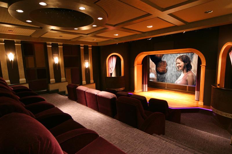 Дизайн домашнего кинотеатра со сценой