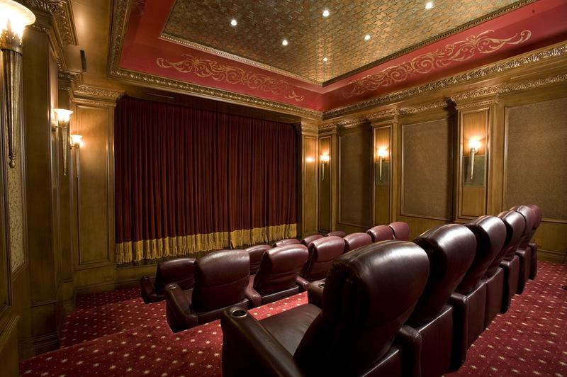 Домашний кинотеатр похожий на публичный