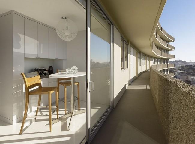 балкон и вход в квартиру