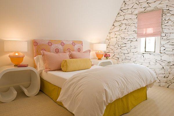 Природный камень в интерьере спальни