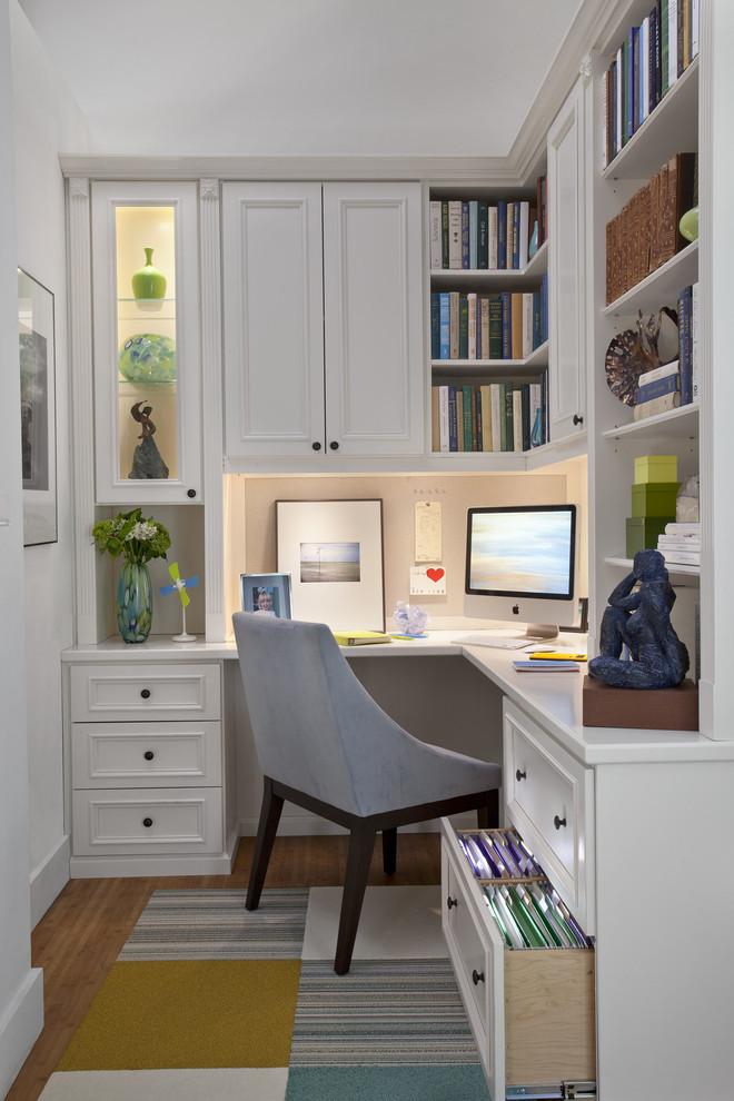 Рабочее место в комнате студента