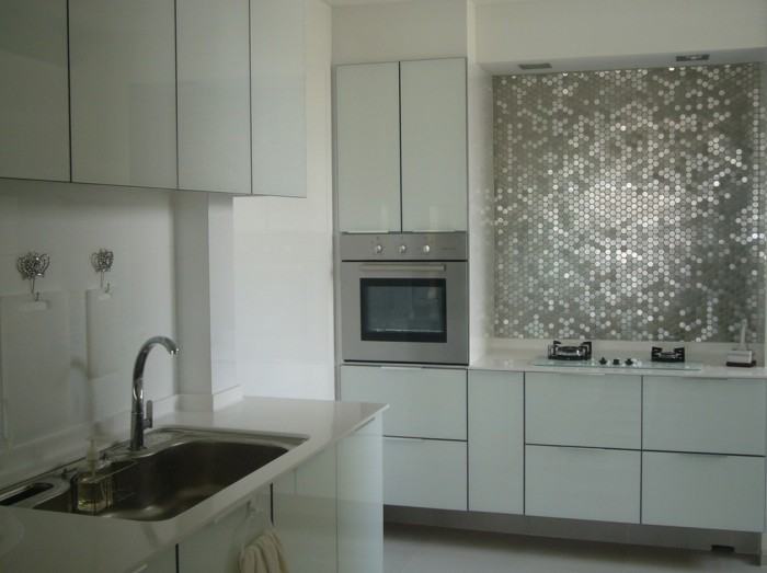 Фартук для кухни из металлической мозаики