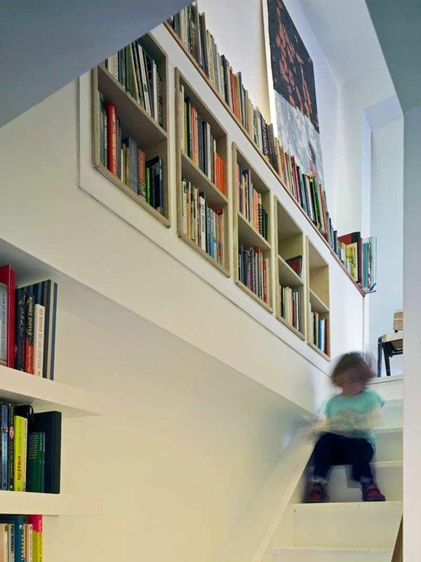 Оформление ниши в стене на лестнице