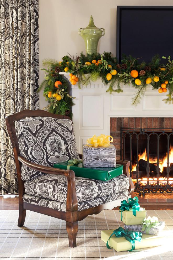 Новогодний декор интерьера - украшение камина