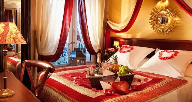 Традиционно украшенная спальня для романтического вечера