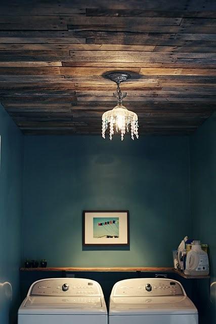 Потолок из старых поддонов