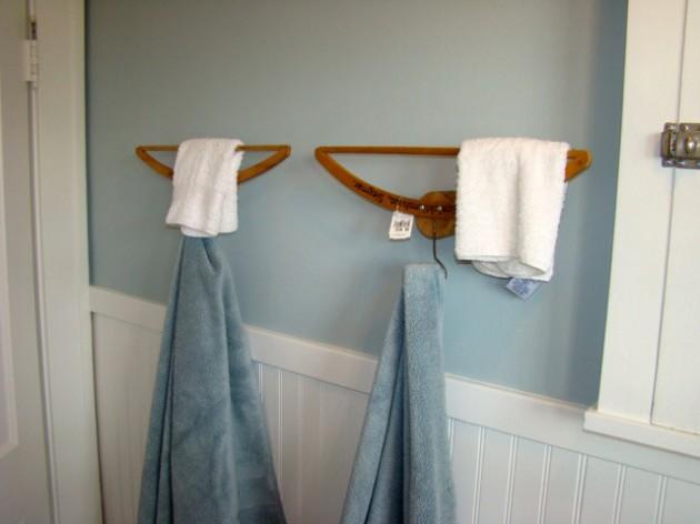 Винтажные вешалки как крючки для ванной