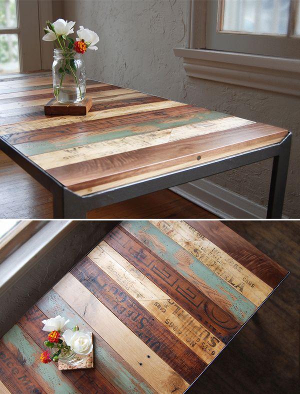 Великолепный стол из разных пород древесины