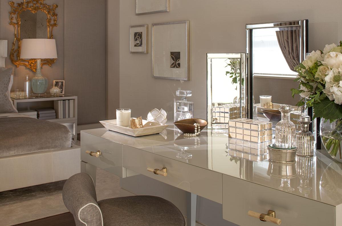 Vanity makeup table