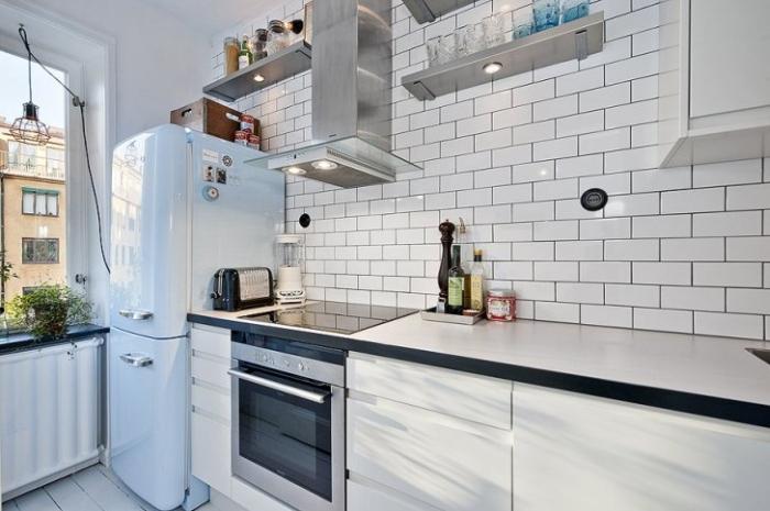 Компактная кухня белого цвета