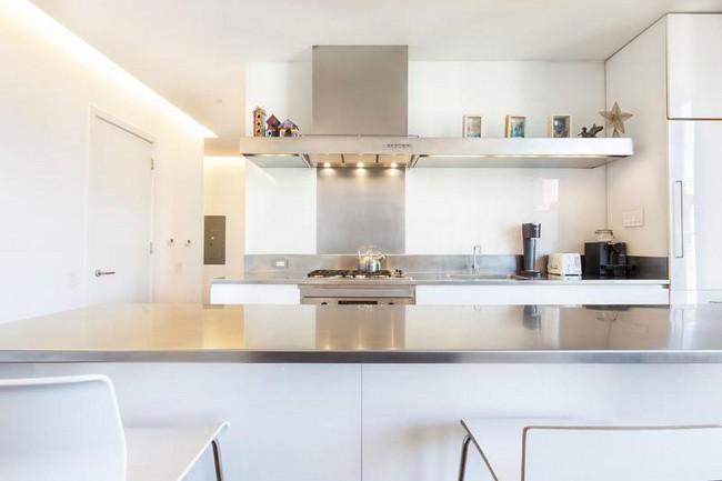 интерьер кухни в элегантной квартире