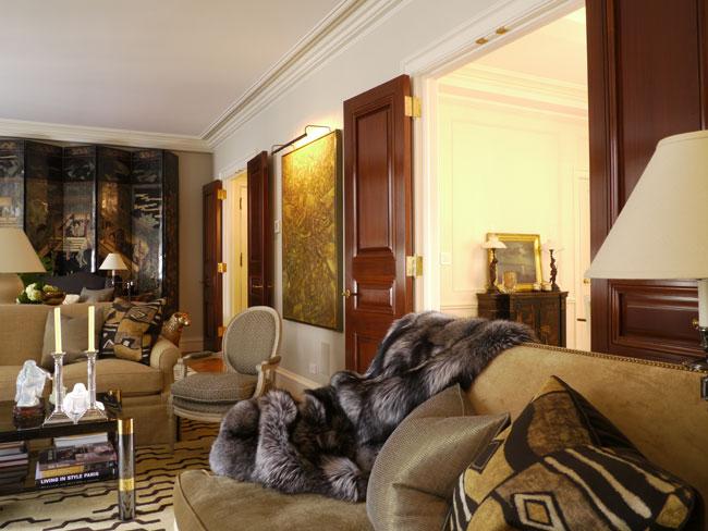 Интерьер гостиной в двухуровневой квартире