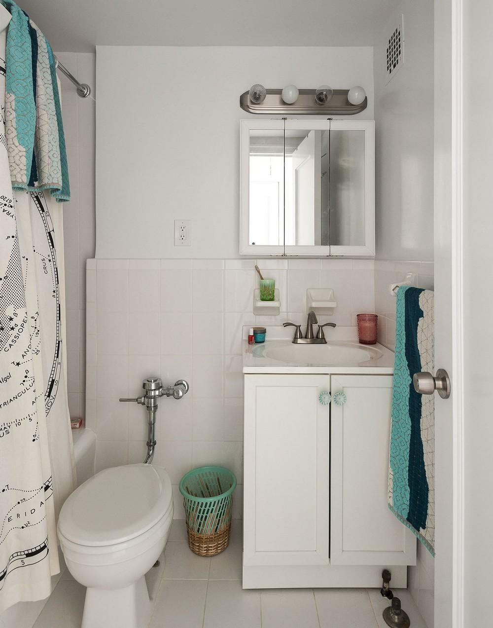 Интерьер квартиры-студии - ванна и туалет