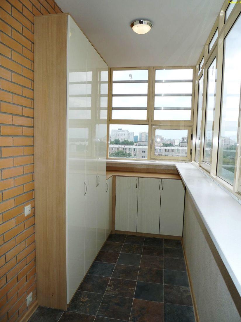 SHkaf-na-balkone-----udobno-i-praktichno 1