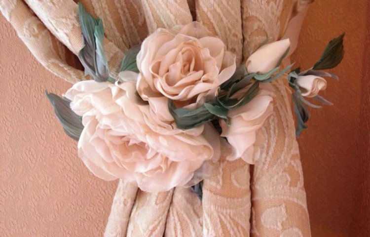 Как сшить цветы из штор 23