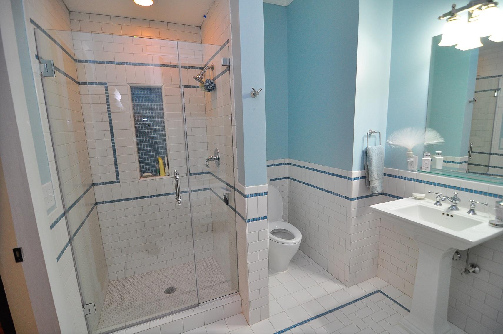 100 лучших идей: плитка для Дизайн маленькой ванной без кафеля