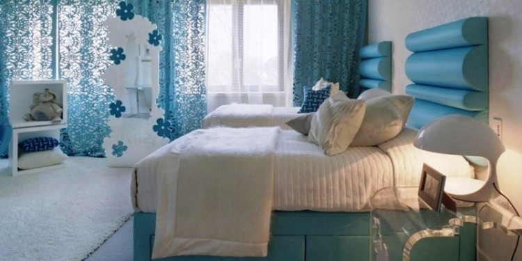 pretty bedroom decorating ideas for women_blue lace curtain_blue leather platform bed with white bedsheet and pillows_white fur rug