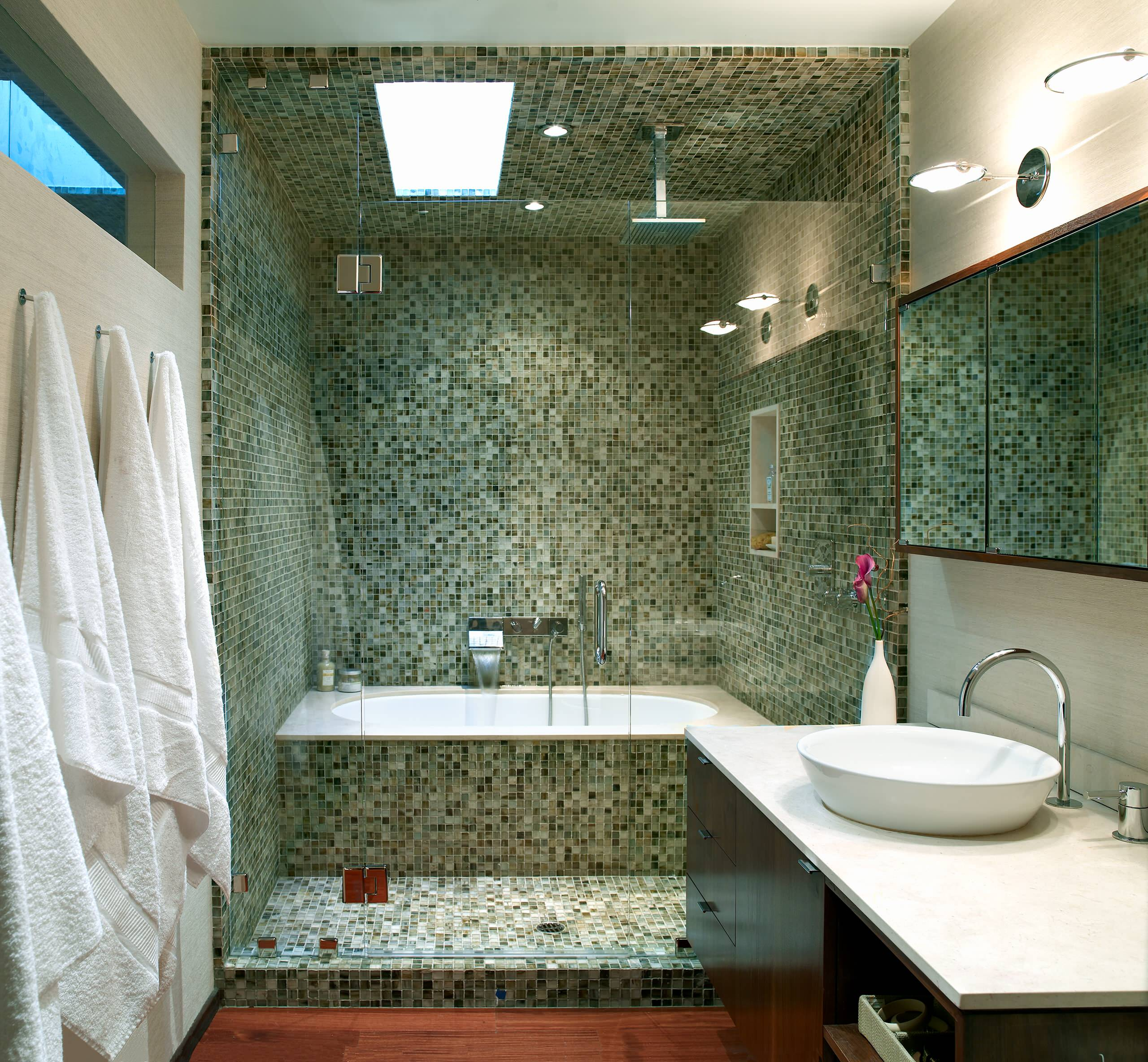 Tub ideas for small bathrooms