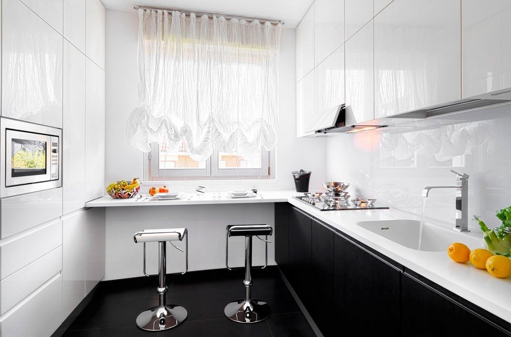 Кухня дизайн с барной стойкой у окна дизайн
