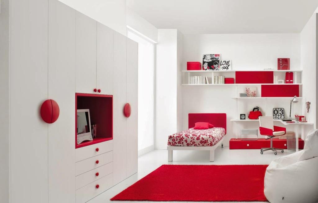 Интерьер белого цвета в детской комнате с вкраплениями красного