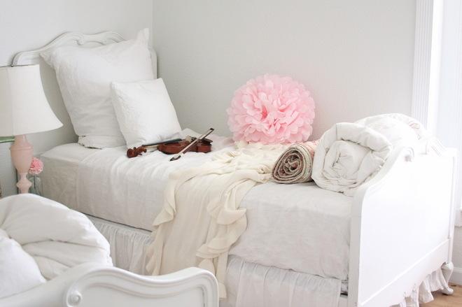 Белая спальня девочки