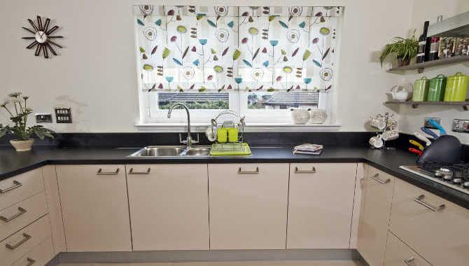 Шторы для кухни-рулонные-8