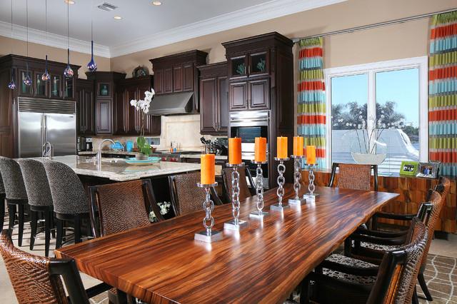 дизайн интерьера кухни столовой с шикарным столом