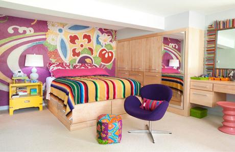 Яркая спальня в цокольном этаже фото 1