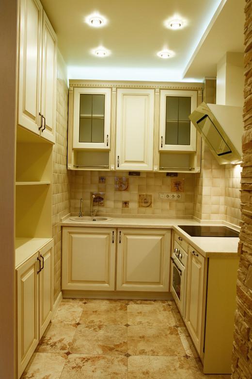 маленькая кухня в стиле ампир