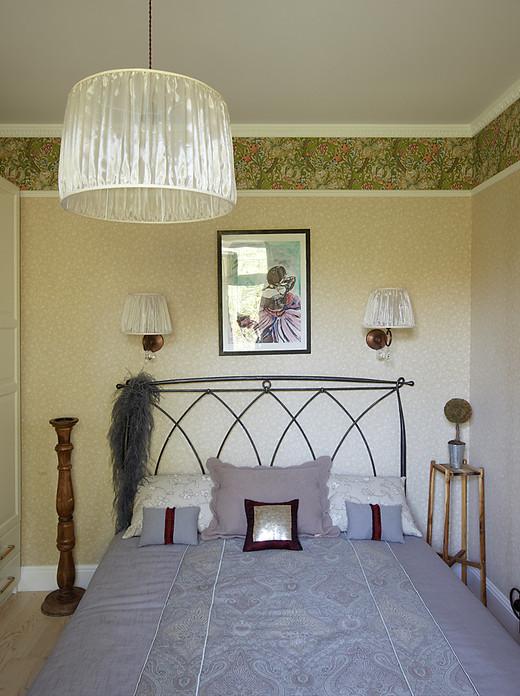 Декор спальни трехкомнатной квартиры