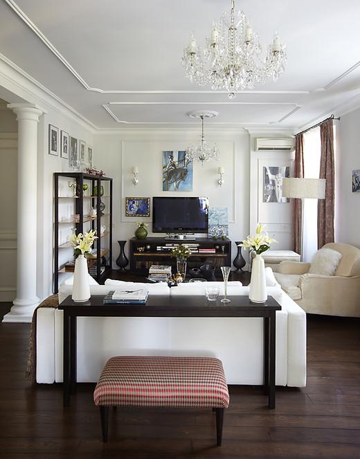 Декорирование гостиной трехкомнатной квартиры